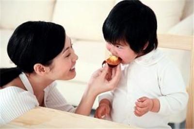 武汉家长怎样帮助孩子预防白癜风呢?